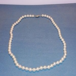 Pearl necklace with 14k yellow gold